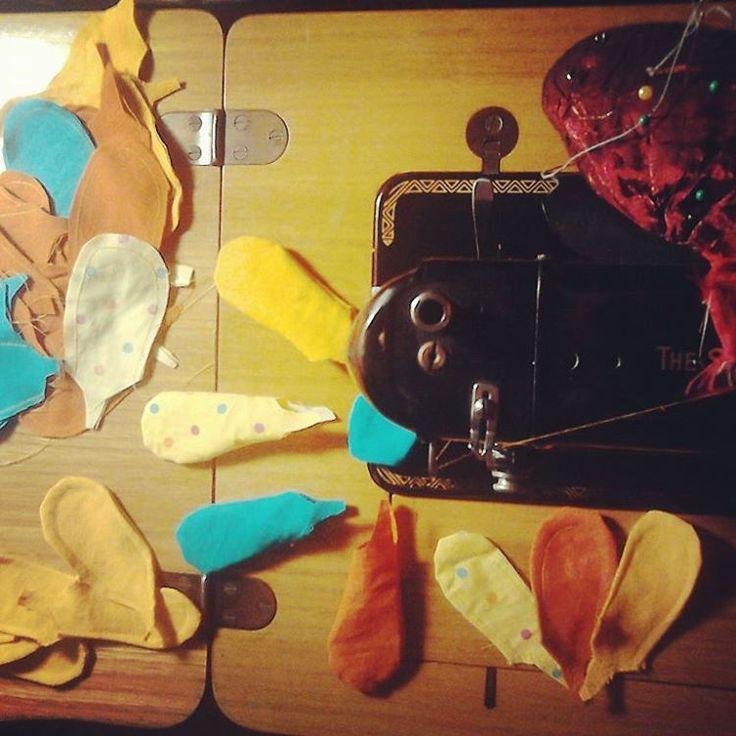 @malicescraftland & @rukolaonfire on #instagram #collaborazioni #nuovasfidacreativa #costumescenico #costumediscena #newproject #craft #handmade #upcycling #recycled #workinprogress #riciclocreativo #stagecostume #handmadewithlove #giallo #amarillo #yellow #birdwoman #staytuned #comingsoon #realtime #piume #piuma #uccello #fenice #creativenight #creativefire #feather #feathers #bird #phoenix ----> Follow me: https://malicecraft.wordpress.com/   ----> instagam…