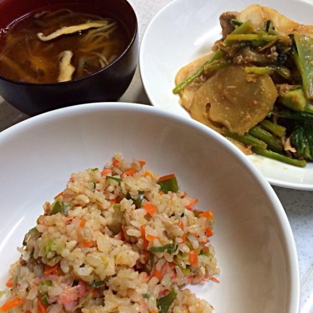 栄養いっぱいにできたかな。 - 8件のもぐもぐ - 野菜チャーハン、かぶと豚肉の味噌炒め、しいたけと切り干し大根の味噌汁 by りさ