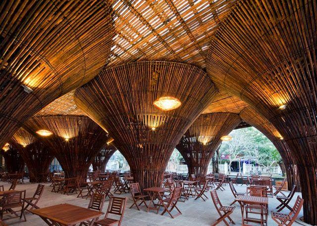 Cenando bajo un bosque de bambú Espacios en madera