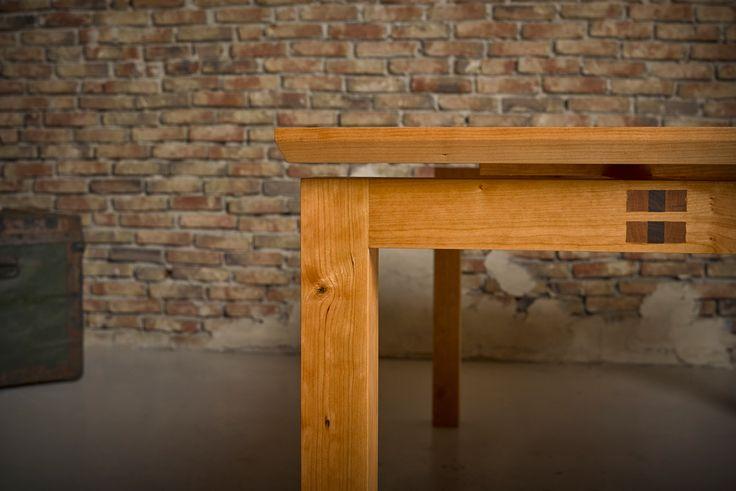 Kersenhouten tafel - tafel met zwevend blad - gemaakt van massief kersenhout - ambachtelijk verbindingen - kersen tafel