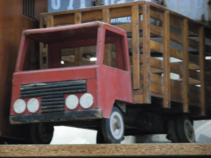 Camión de madera,Sonia Carroza Antiguedades