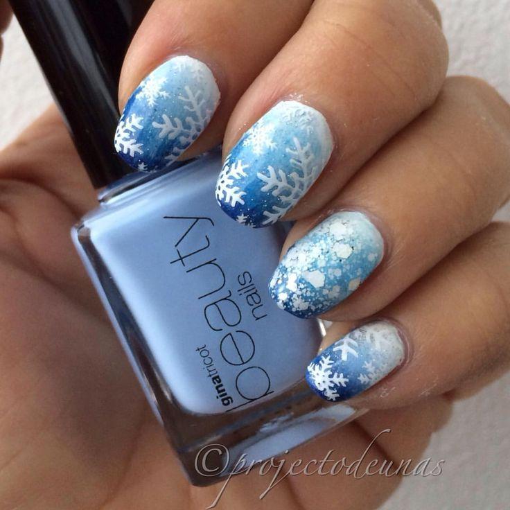 "PirjoA sanoo Instagramissa: ""Totally ready manicure looks like this. Stamping plate @moyou_london festive 06. Stamping polish #mdu white.❄️ #projectodeunas #winternails #talvikynnet #lumihiutaleet #lumihiutalekynnet #snowflakes #snowflakenails #christmasnails2015 #christmasnails #moyou_london #esmaltedeuñas #vernis"""