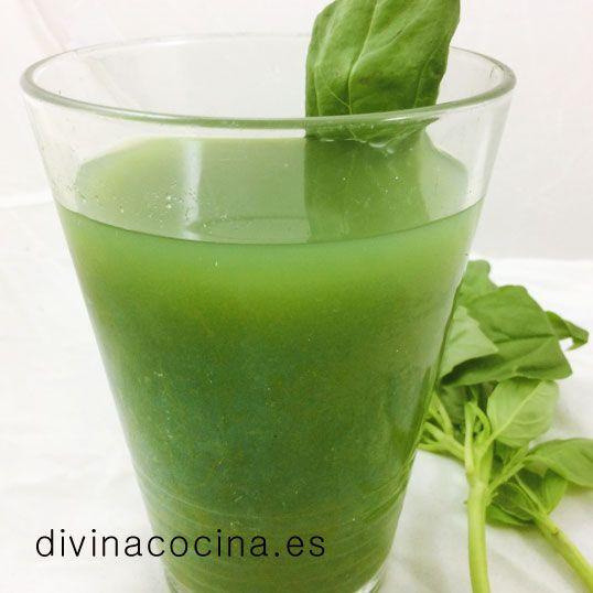 Hay una gran cantidad de recetas de 'zumo verde' a los que se atribuyen distintas propiedades. Esta receta que os dejo es tonificante, desintoxicante y energética, perfecta para tomar en ayunas y empezar el día con energía. Las verduras de hoja verde contienen una gran cantidad de aminoácidos y de ahí sus propiedades.