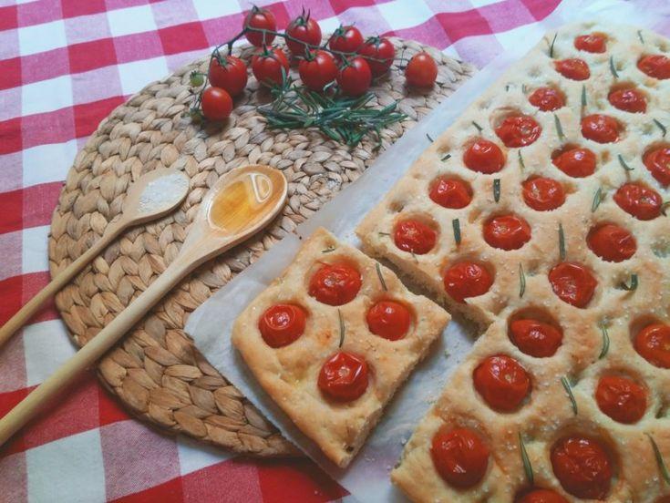 Λαγάνα με Ντοματίνια - Focaccia With Cherry Tomatoes