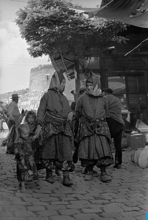ANKARA, Turkey - 1952 Karaşarlı kadınlar...