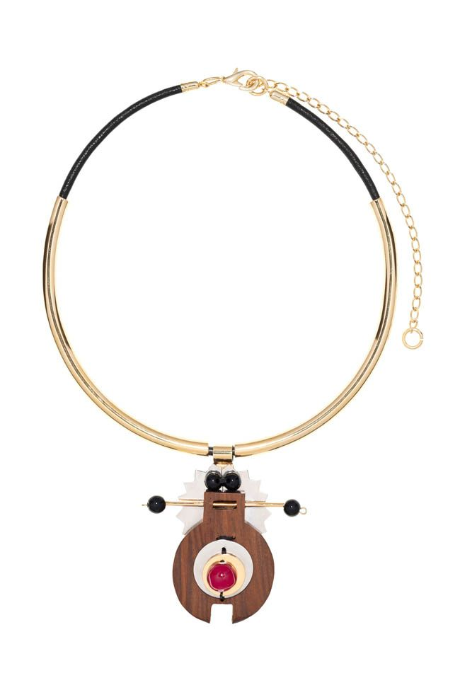Natural Marni – Inspired by a series of jewelry that is characterize by abstract animals, similar to microorganisms observed under the microscope; Marni introduces a new bijoux collection made with wooden materials.