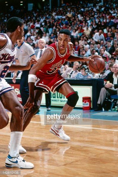 Fotografia de notícias : Scottie Pippen of the Chicago Bulls against the...