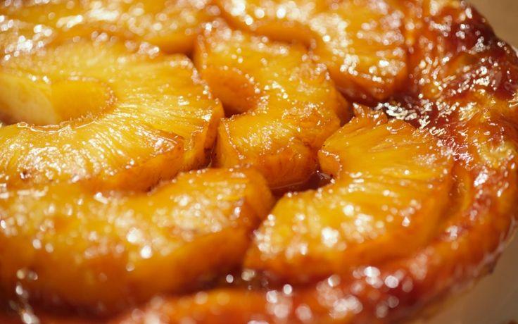 Tarte tatin is een taart die ondersteboven gebakken wordt en dan omgekeerd. Je maakt ze meestal met appels, maar ze is ook heel lekker met ananas.