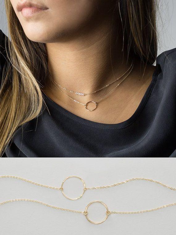 Collier femme Et si on se fait plaisir avec des bijoux fantaisie tendance 2017 comme le pendentif qu on vous presente dans cet article? C'est la tendance du moment, un accessoire de mode à …