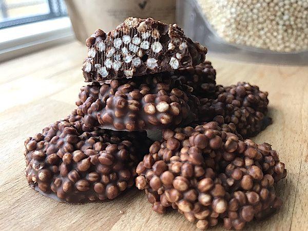 Chokladkrisp med quinoapuffar och hampafrön
