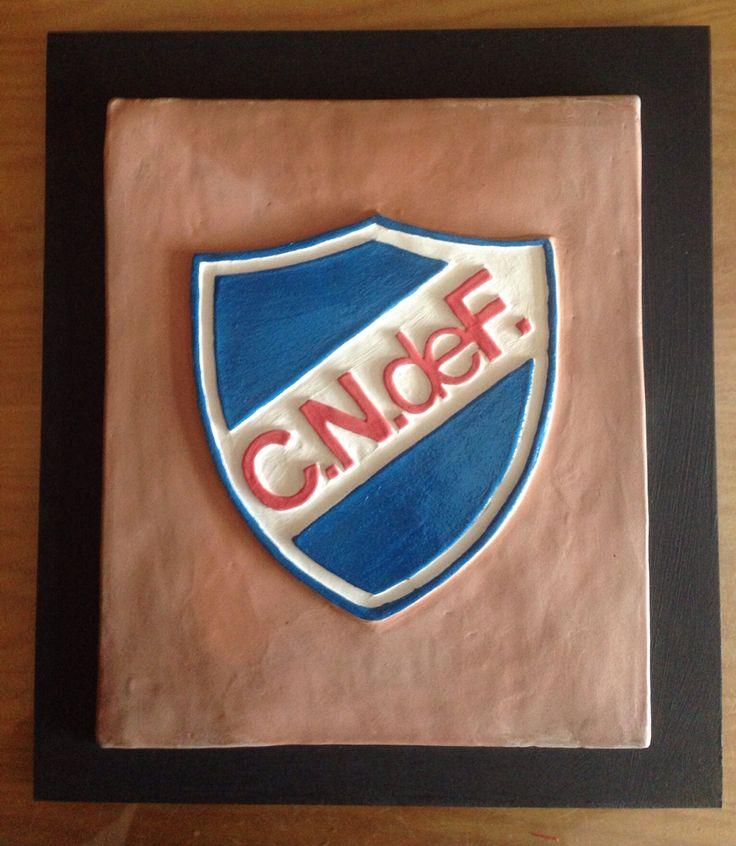 Escudo realizado en cerámica del Club Nacional de Fútbol de Motevideo. Hecho a mano artesanalmente.  www.alfareriaaparicio es #artesaniadefalicia #oleriadebuño