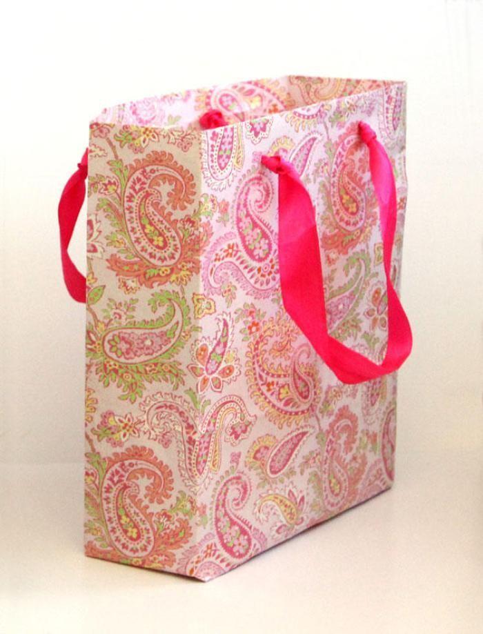 hacer bolsas de regalo con papel reciclado1