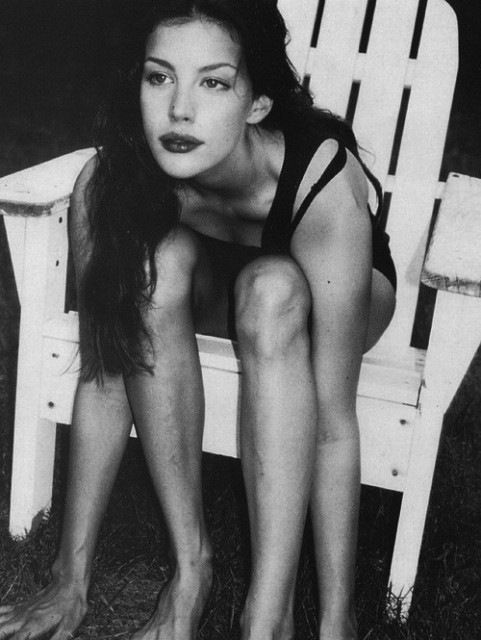 90s era Liv Tyler. When I was younger, I loved her because thin was in and she had a shape like mine. Then she earned my respect as an actress in LOTR. Great woman.