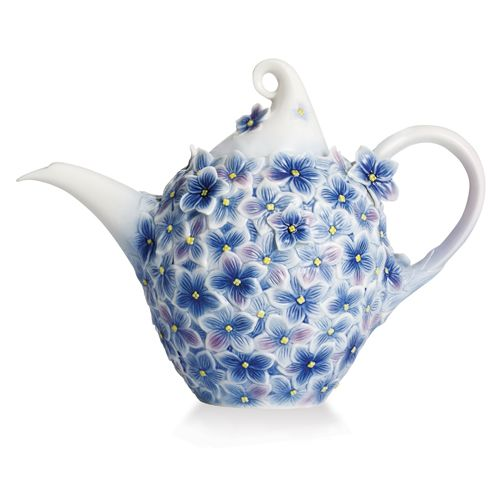 This stunning Hydrangea Floral Bouquet Teapot from the artisans of Franz Porcelain pays loving and lifelike tribute to a flower favored for its beauty over thousands of years.