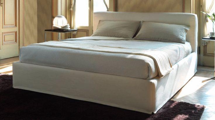 Letto moderno in tessuto sfoderabile modello Newport Tino Mariani. Il letto Newport è disponibile nella versione matrimoniale, ad una piazza e mezza, singolo, anche Su Misura.