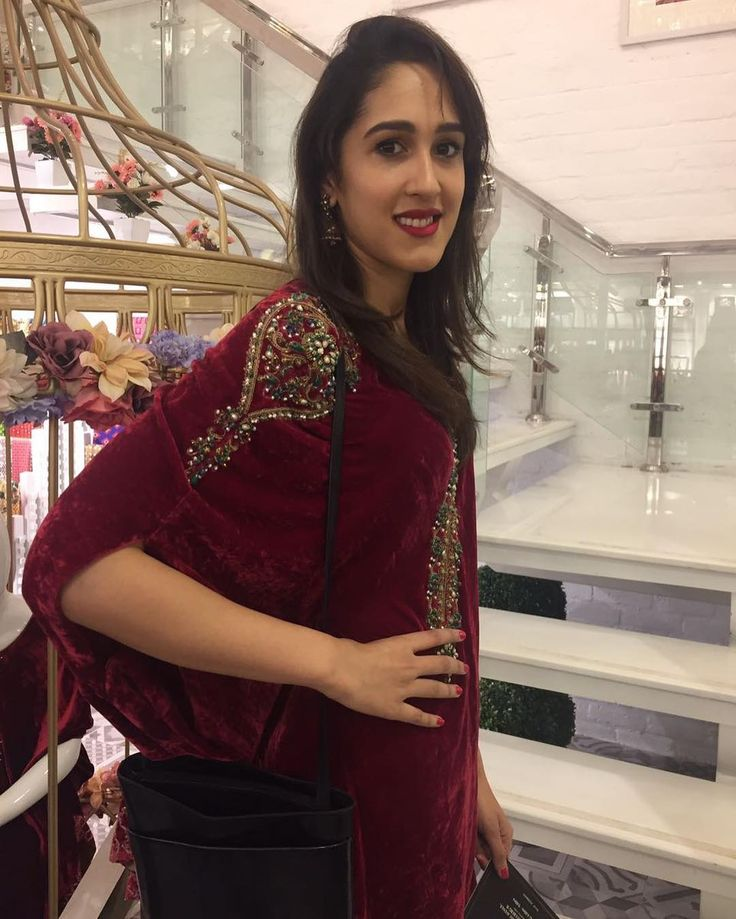 Look who we Spotted!! @mira.sethi Looks Gorgeous in this Velvet Cape at the Flag store launch of #Chinyere #ModernPakistaniElites