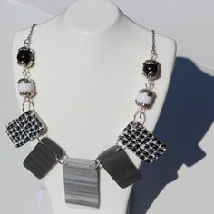 Collier fimo noir et blanc motif pied de poule perles rectangles