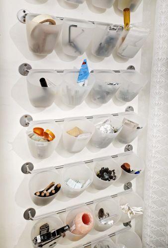 Finner du ikke maskeringsteipen når du trenger den? Del verktøyet ditt opp i egne lommer slik at du raskt ser det du trenger. Løsningen er kjøpt på kjøkkenavdelingen på Ikea.