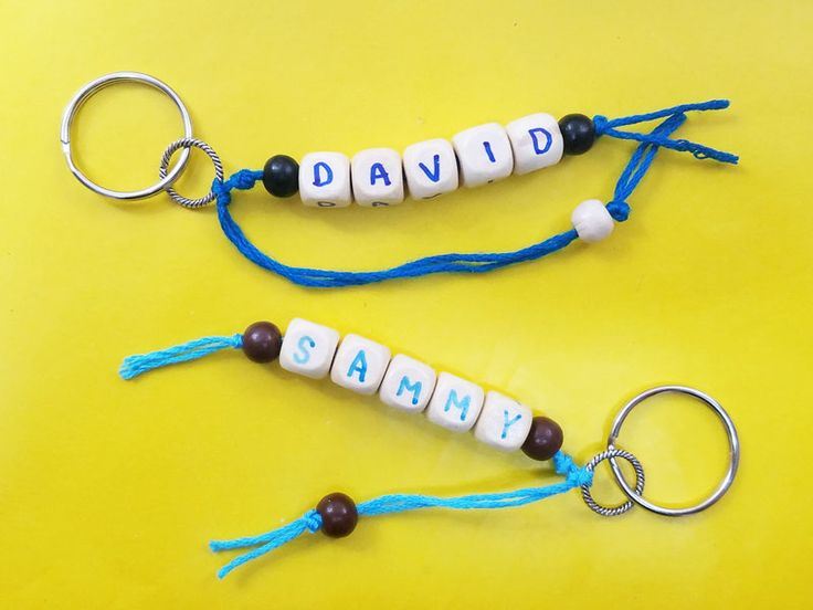 DIY Craft: Make your own DIY personalized name keychains summer camp craft for teens and tweens - including teenage boys! This fun craft idea is easy to make and includes adorable key rings that can be given as gifts or kept! #crafts #teencrafts #momsandcrafters