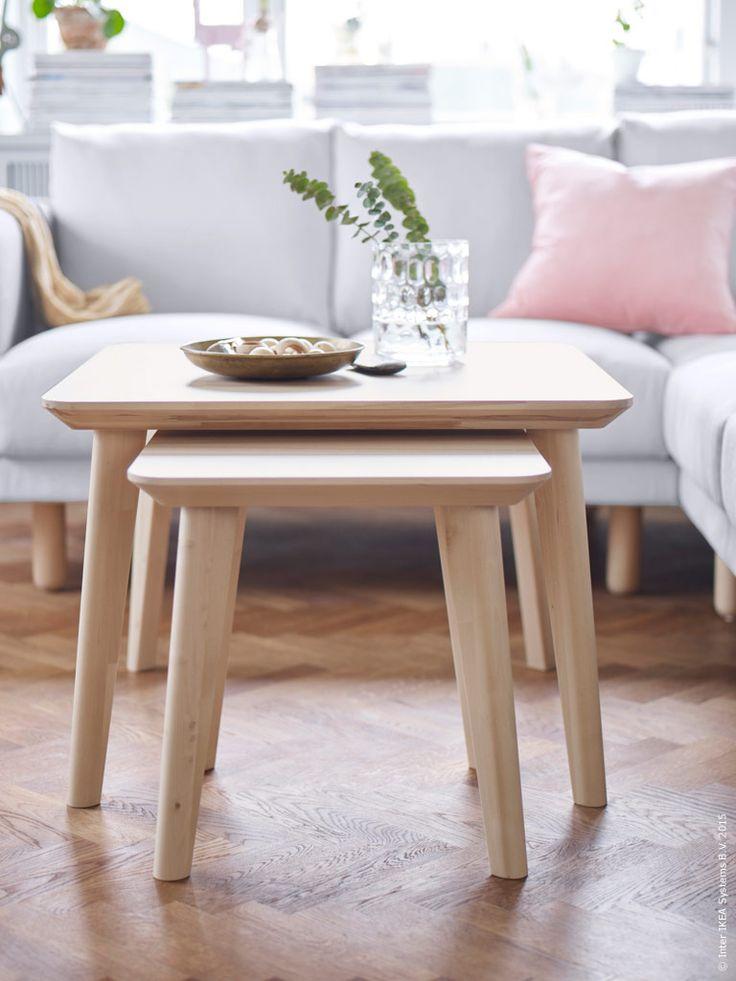 Det massiva träets naturliga ådring ger varje möbel i LISABO serien ett unikt uttryck. LISABO soffbord, 70x70 cm, ask.