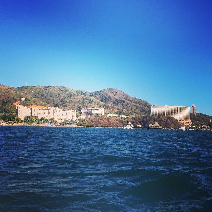 Regresando. #playa a la vista #isla #ixtapa en el #mar la vida es ...