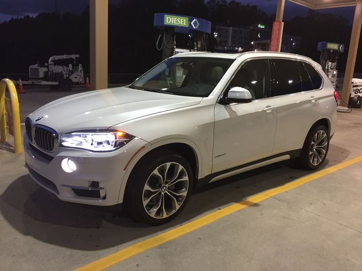 BMW X5 x-drive, mineral white.