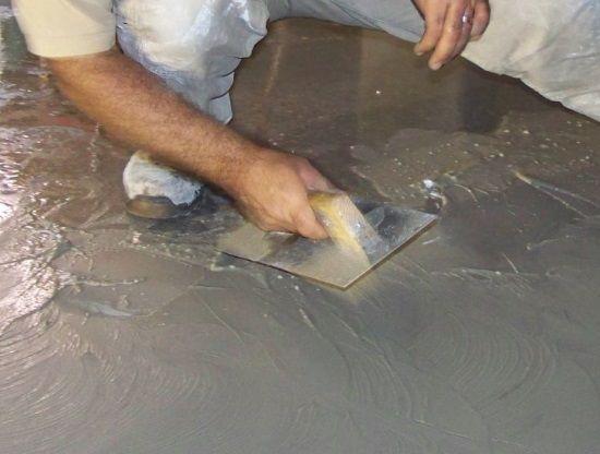 Cómo colocar piso de cemento pulido en interiores | Albañiles