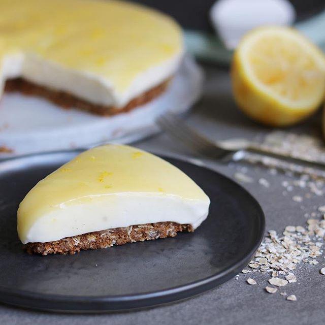 Dit is de lekkerste taart die ik in tijden heb gemaakt! Tenminste dat vind ik zelf. Hij is simpel maar toch een beetje anders dan een standaard kwarktaart. Het recept staat op eefsfood.nl #eefsfood #citroentaart #kwarktaart #lemoncurd #recept #citroen #taart