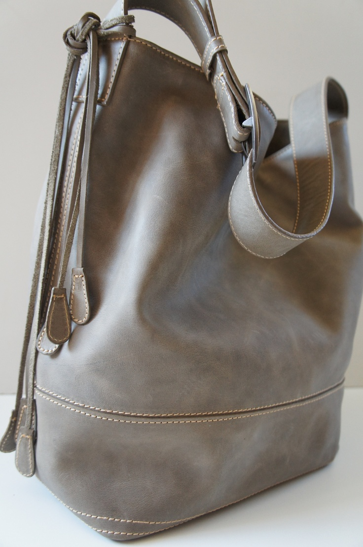 Bolso de un asa en color gris