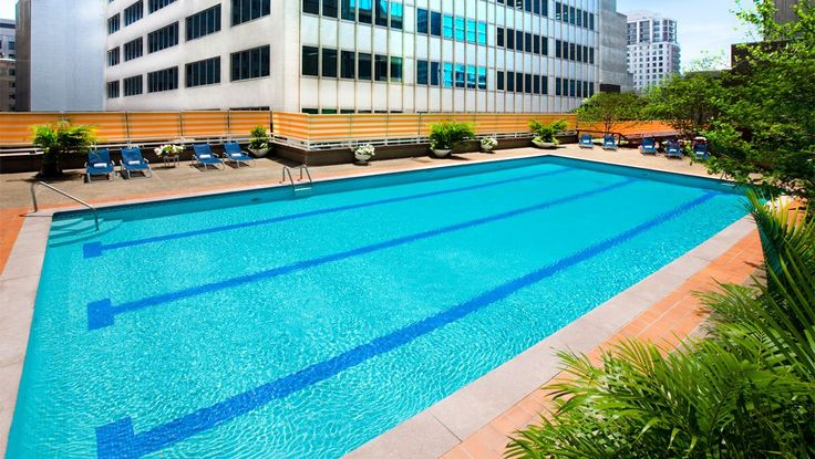 Downtown Montreal Hotels | Hotel Omni Mont-Royal - nice outdoor pool in summer | bonne piscine extérieur en été