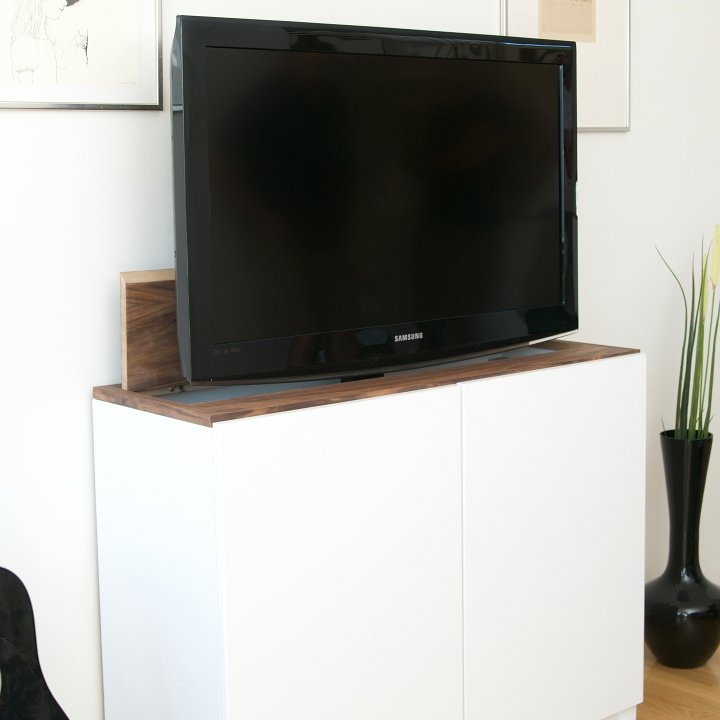 tv lift with ikea besta home fernseher verstecken tv. Black Bedroom Furniture Sets. Home Design Ideas