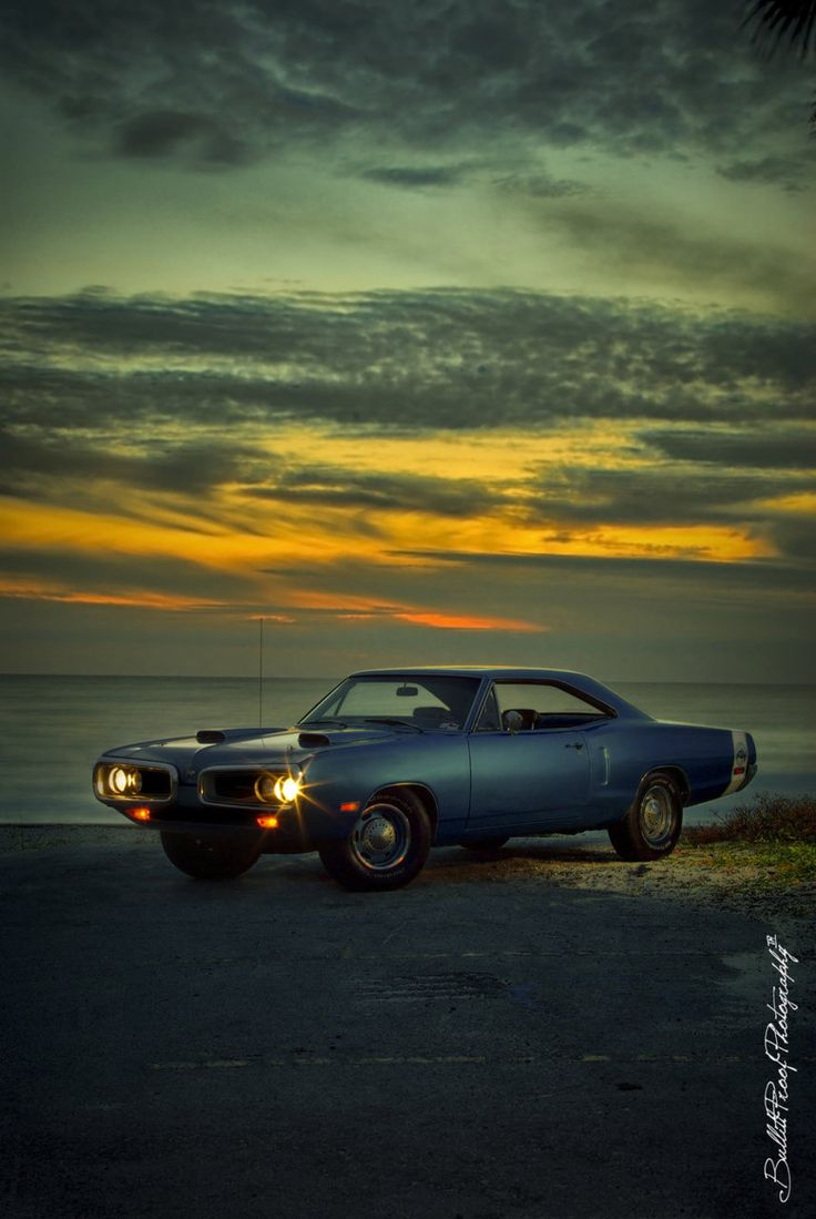 Afternoon drive american muscle cars photos men are passionate about their stuff and american classic muscle cars are no exception