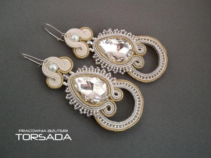 kolczyki ślubne sutasz, kryształy, cyrkonie, złoto, srebro, długie kolczyki do ślubu z sutaszu, ślubny sutasz, biżuteria ślubna, błyczące, długie, ekri, jasny beż, ślub