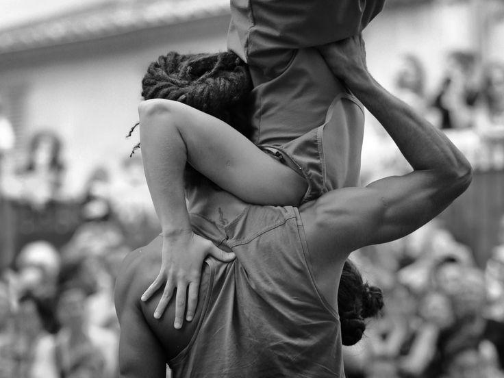 Mettere su famiglia può richiedere complicate acrobazie. Un lavoro quotidiano sulla coppia, fatto di equilibri delicati conquistati giorno dopo giorno con pazienza, comprensione, senso di cooperazione, in nome di un progetto comune. Famiglia è anche casa. Casa, a volte, è ristrutturazione. Ristrutturare ed arredare è Trova&Rinnova. 21 specialisti in team, per offrirvi tutte le competenze per ristrutturare. www.trovaerinnova.it