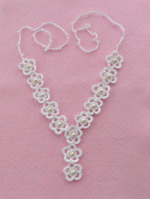 Crochet Necklace and Earrings Set White Daisies by CraftsbySigita