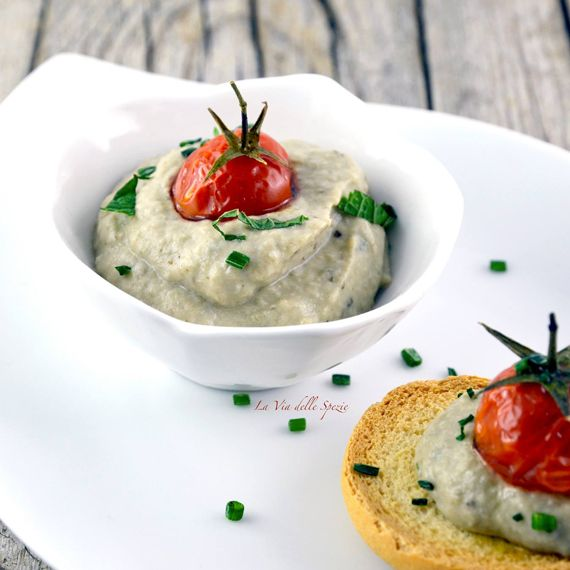"""#Crema di #melanzane. Ideale per accompagnare dei #crostini di #pane tostato. Dal blog """"La via delle spezie"""". Scopri la #ricetta qui di seguito http://bit.ly/1wbm37i #Melarossa"""