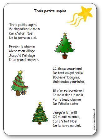 Trois petits sapins, Se donnaient la main, Car c'était Noël, De la terre au ciel. Prirent le chemin, Menant au village, Jusqu'à l'étalage,D'un grand magasin