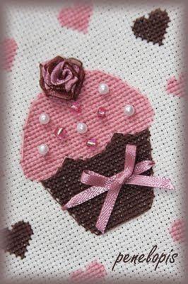 Penelopis' cross stitch freebies: cupcake/ciastko
