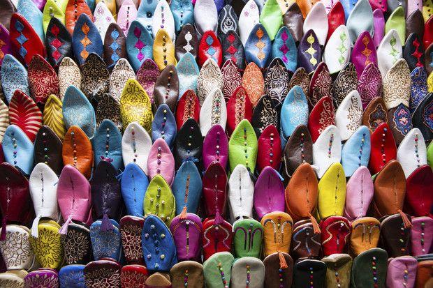 """Seit den Tagen des Hippie-Trails hat sich in Marokko viel getan. """"Entwicklungen wie etwa Budget-Flüge bringen Marokkos Surfer-Strände, Bergtäler und Palmenhaine näher an Europa"""", schreibt der Lonely Planet. Die Mystik des Landes sei dennoch nicht verloren gegangen. Inzwischen kann man die malerischen Landschaften, Restaurants und Bazare jedoch mit Komfort und Stil erkunden."""