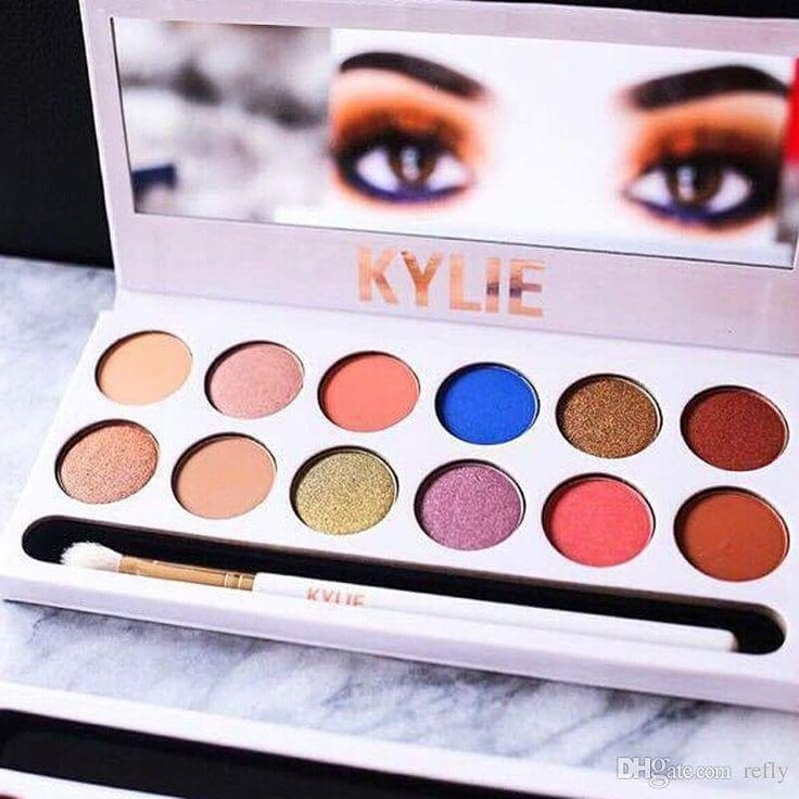 Paleta de 12 tonos by Kylie Jenner!  #makeup #instamakeup #cosmetic #cosmetics #TagsPorMeGustas #loveit #fashion #eyeshadow @appslejandro #lipstick #gloss #mascara #palettes #eyeliner #lip #lips #concealer #foundation #powder #eyes #eyebrows #lashes #lash #glitter #crease #primers #base #beauty #beautiful http://ameritrustshield.com/ipost/1542890589862023901/?code=BVpctEgBNLd