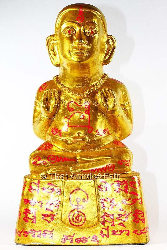 Thai Amulett Statue Guman Thong Chutimanto des ehrwürdigen Luang Pho Gooi Chutimanto,  Abt des Wat Pha Daeng, Tambon Tha Mai, Amphoe Tha Mai, Changwat Chanthaburi, Thailand, aus dem Jahr BE 2555 (2012). Der ehrwürdige Luang Pho Gooi erschuf die Statue in einer Miniserie von nur 299 Stück.