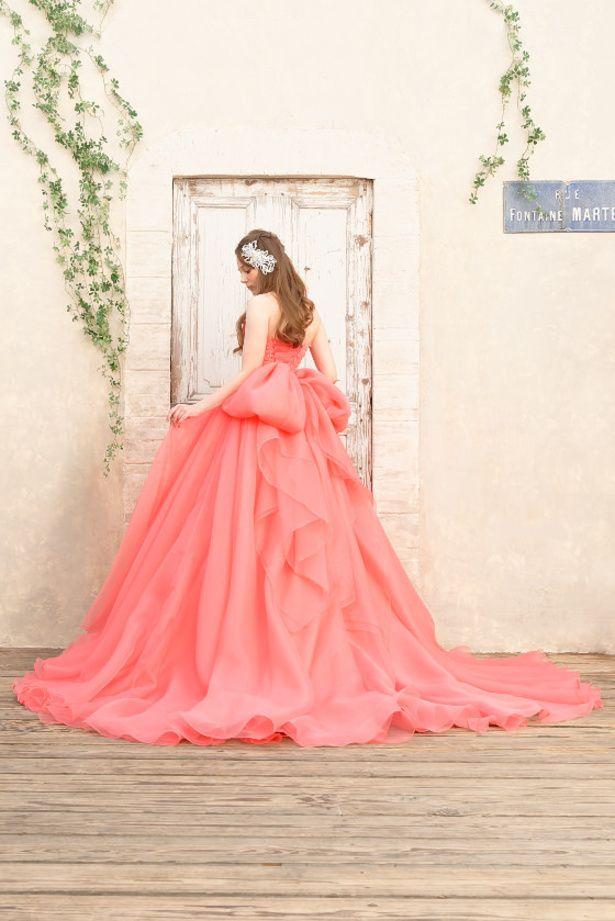 Cinderella & Co. (シンデレラ・アンド・コー)の華やかなニュアンスピンクの大人のカラードレス SS9590CPV。ウエディングドレスの写真・フォトギャラリーはこちら。「ザ・ウエディング」なら、あなたにぴったりのドレスがきっと見つ...
