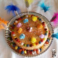La mona es el dulce típico de Pascua en Catalunya y en algunos sitios de Aragón, Valencia y Murcia. En Catalunya existía la tradición de que el padrino regalara la mona a su ahijado/a el dom…