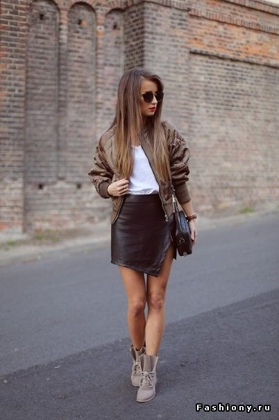Ода 'второй коже'. Часть 2: кожаные юбки и кожаные шорты