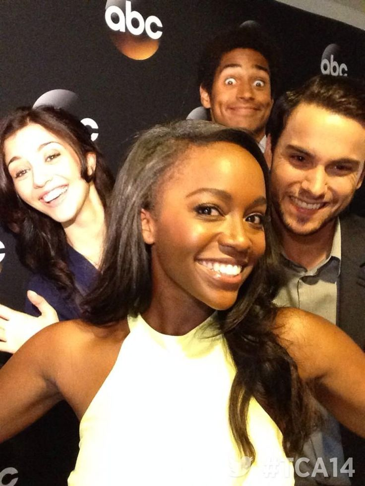 Kate Findlay, Aja Naomi King, Alfred Enoch, and Jack Fahee< how to get away with murder. Love this show.