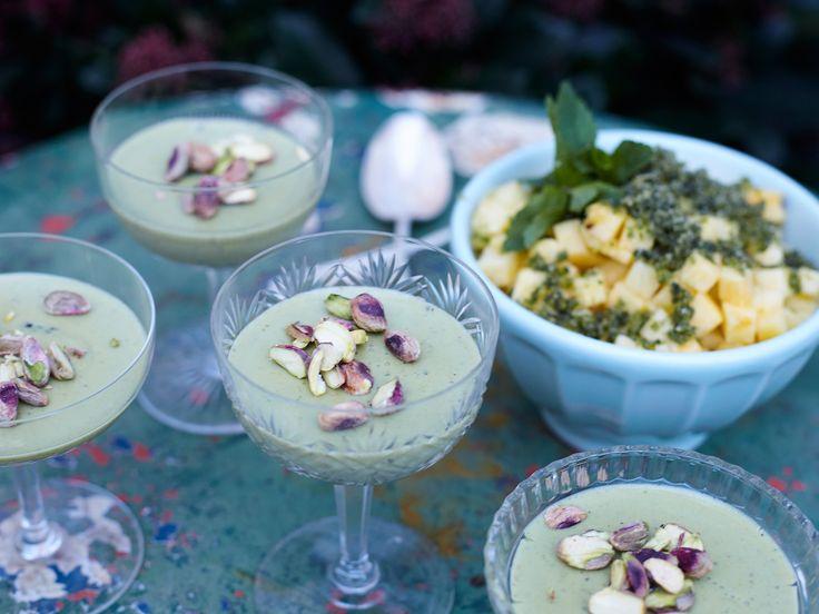 Pistagepannacotta med ananas och mynta | Recept från Köket.se