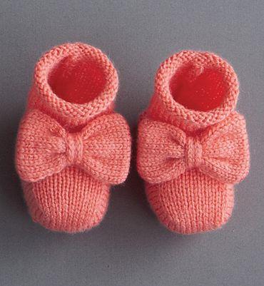 Modèle chaussons bébé avec noeud - Modèles tricot layette - Phildar
