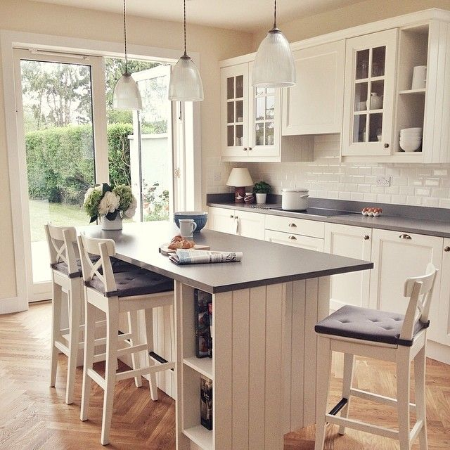 Love this clean and simple look. Kitchen styled by Emily Holmes for House Beautiful