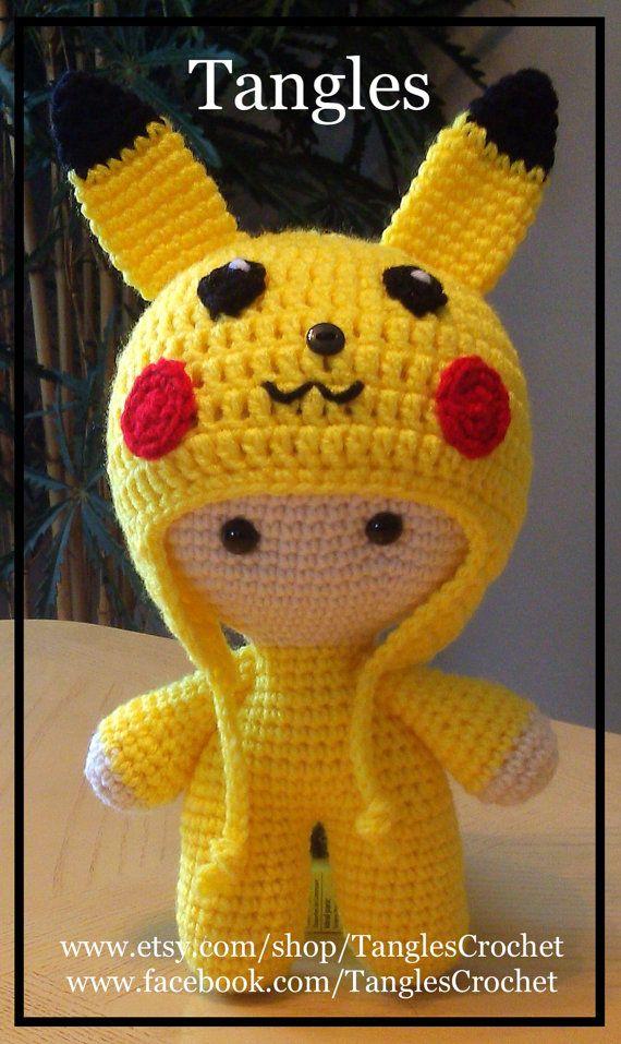Pikachu inspirado muñeca de cabeza grande hecho por TanglesCrochet