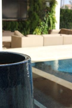 Modern touch in Juno Beach - contemporary - landscape - miami - Studio Sprout